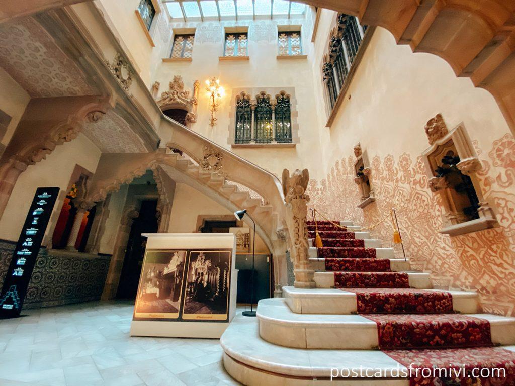 Escaleras de ingreso a la Casa Amatller